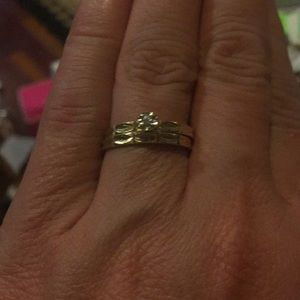 14 kt gold wedding set with diamonds. 7.5